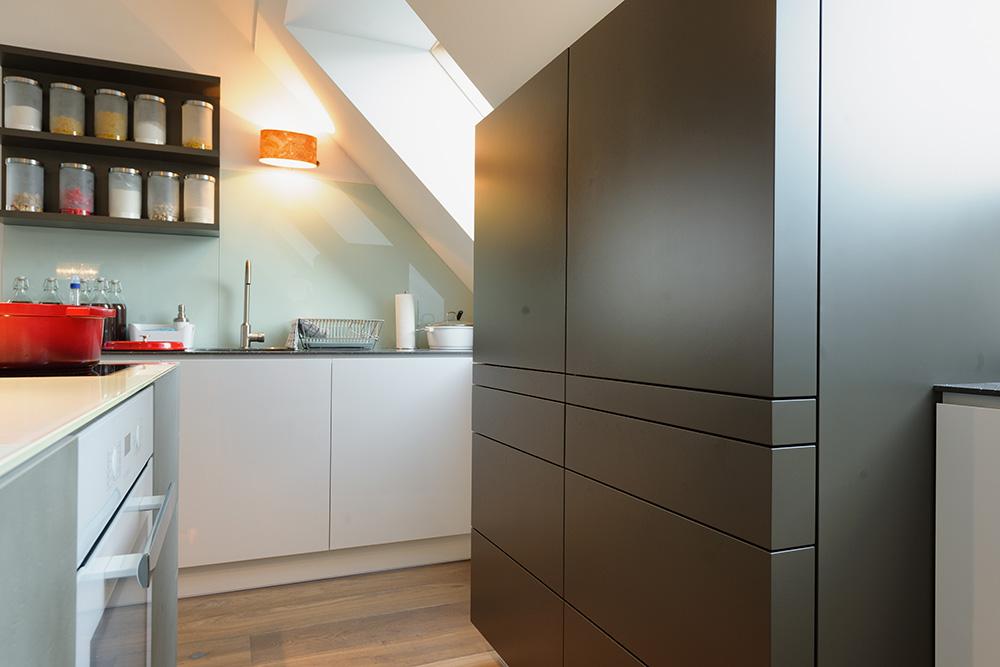 moderne Küchen, innovative Lösungen, Animation, Kochinsel, Hochglanz, Design, Massanfertigung, Individuell, Beton, Planung