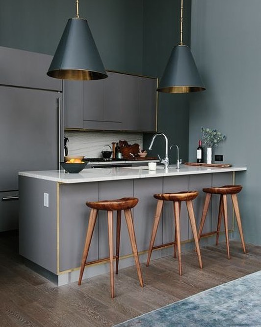 Moody hues are perfect colour inspiration for the #mawsonhouse 📷via Pinterest  #dallapechantinspo #interiors #interiorinspo #kitcheninspo