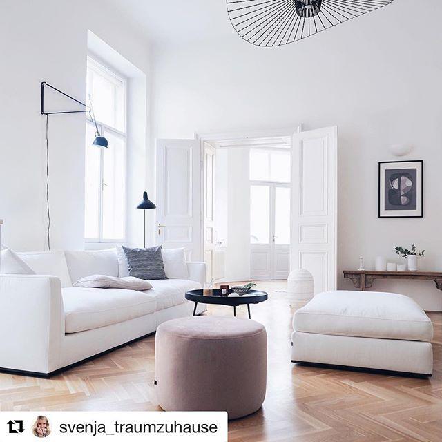 Can't get enough of this sweet apartment  #dallapechantinspo #whiteinterior #interiorinspo  #Repost @svenja_traumzuhause (@get_repost) ・・・ ... Guten Morgen Wochenende 👋🏼hier ist gestern ein wunderschöner, rosa Pouf von @sofacompany_de eingezogen... den habe ich gerade fest im Blick, denn das erste, was ich nach dem Aufstehen meist mache, ist mich erstmal noch für zwei-drei Minuten aufs Sofa legen 🙈😍um so richtig wach zu werden... natürlich nicht weil ich erstmal Instagram schauen will 😂#wiekommtihrdenndadrauf 😉 . . . #apartmenttherapy #altbau #solebich #scandinavianhome #scandinavianinterior #sofacompany #whiteliving #whiteinterior #interior_and_living #momentsofmine #myeverydaymagic #simpleandpure #livingroom #schönerwohnen #germaninteriorbloggers #skönahem #myscandinavianhome