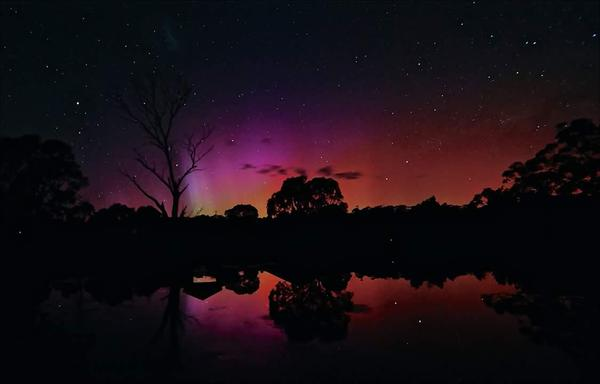The Southern Lights showing off in Jindabyne   IMAGE: SNOWSEARCH Australia via Twitter