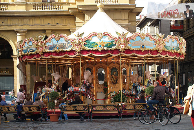 Giostra piazza repubblica.jpg