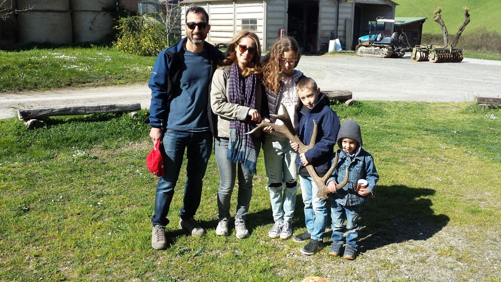 A family found a deer horn in the woods of Fattoria Barbialla Nuova