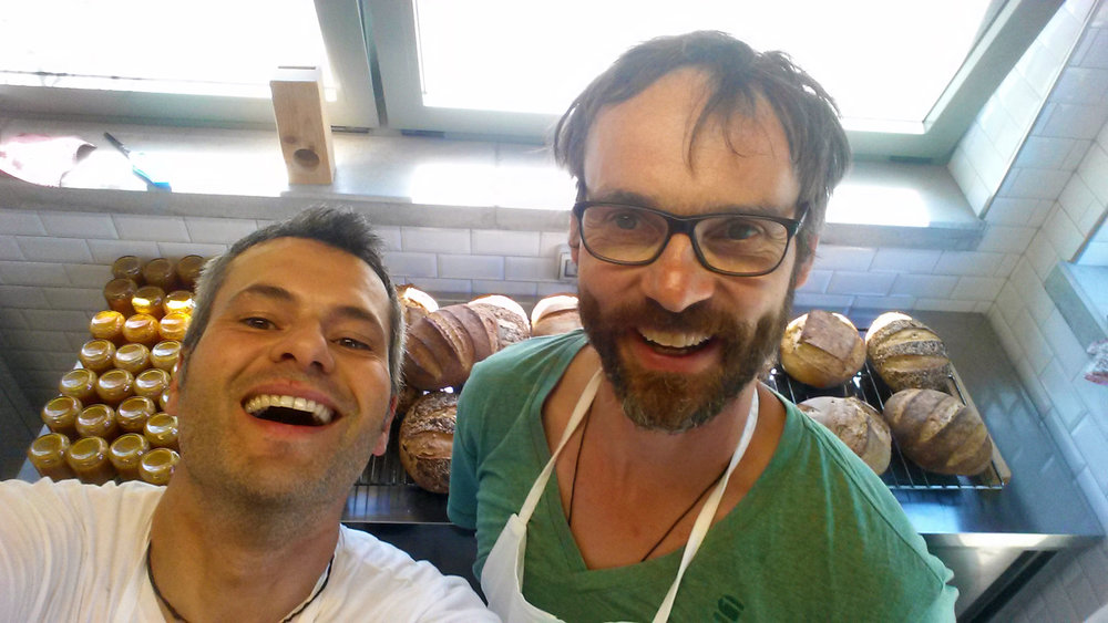 Francesco and René at the end of a fantastic bread and  pizza making workshop! The results are visible in the background... Francesco e René al termine di un workshop favoloso di panificazione e 'pizzificazione'! I risultati sono visibili in background...
