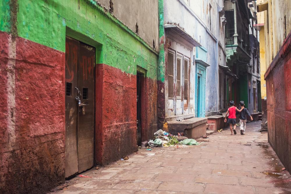 Two boys in the streets of Varanasi - Copyright: Daniel Hofmann