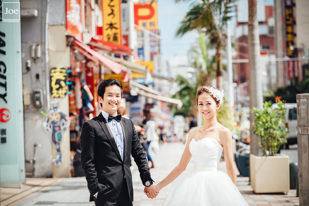 03-okinawa-kokusai-dori-pre-wedding-melody-amigo-joe-fotography.jpg