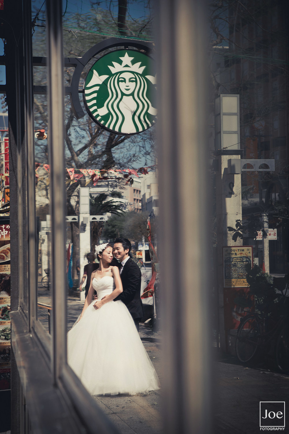 10-okinawa-kokusai-dori-starbucks-pre-wedding-melody-amigo-joe-fotography.jpg