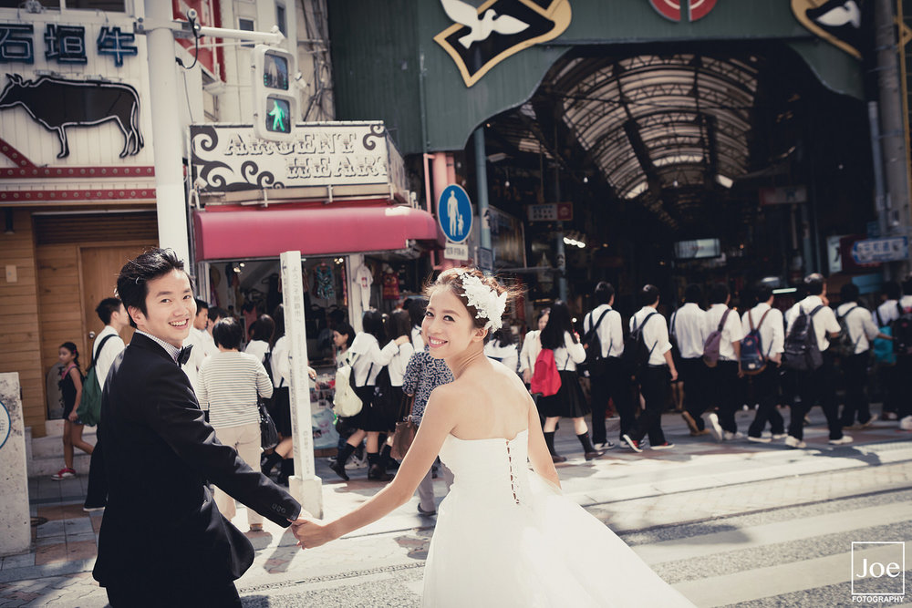 11-okinawa-kokusai-dori-pre-wedding-melody-amigo-joe-fotography.jpg