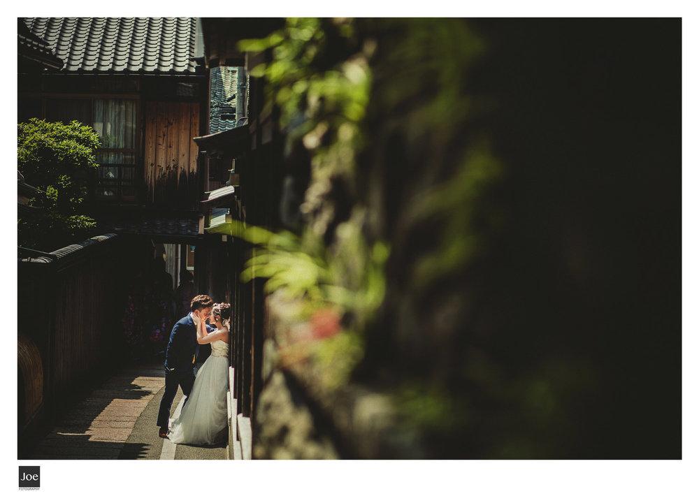 走到  石塀小路  的末端,是條狹長的小路,這裏很好發揮光影的特色。