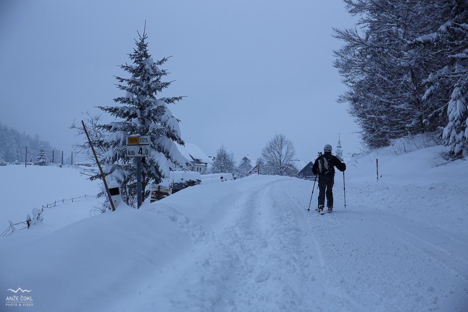 Po zasneženi cesti naprej v dolino in Bohinj Park EKO Hotel
