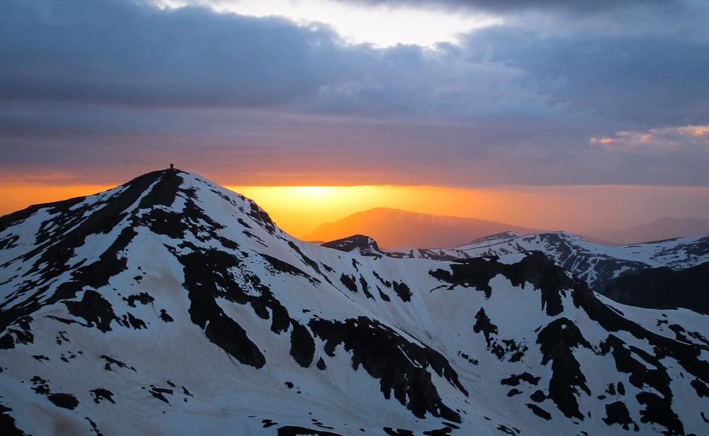 Sončni zahod nad Titovim vrhom, 2748 m. Foto: Dani Crnčec