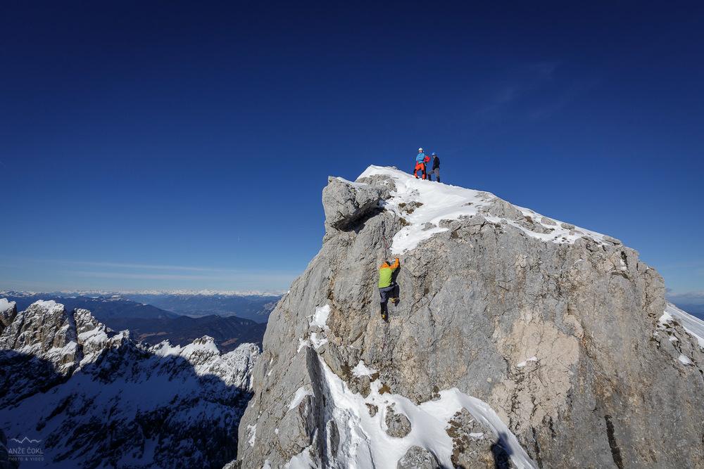 Skok, ki ga je potrebno preplezat ob vzponu in sestopu na vrh Škrnatarice.