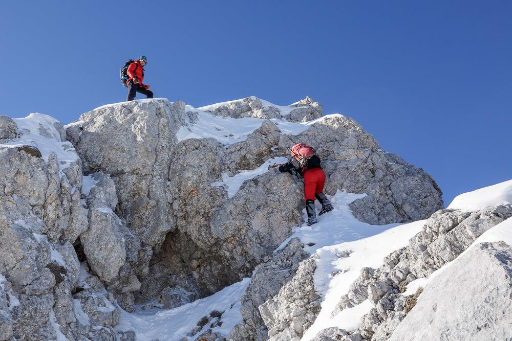 Praskanje z derezami po skali je relativno tečna stvar.