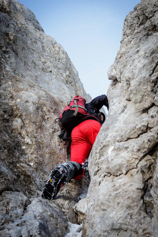 Premalo snega pomeni veliko plezalnih skokov, ki so sicer v normalni zimi neobstoječi.