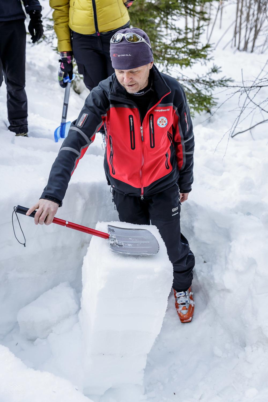 Darko prikazuje različne tehnike ocenjevanja stabilnosti snežne oddeje.