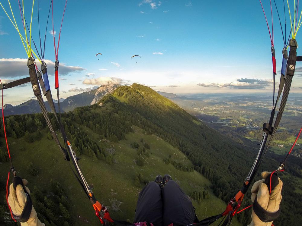 Jadranje s padalom nad Kriško goro.