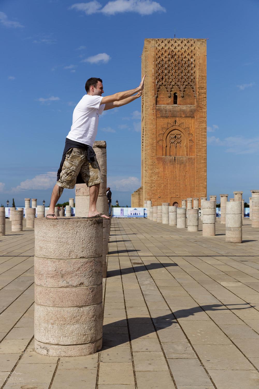 Gal v Rabatu premika stolpe.