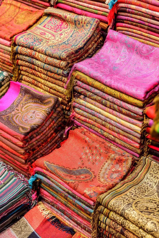Pisani svet maroških tržnic.