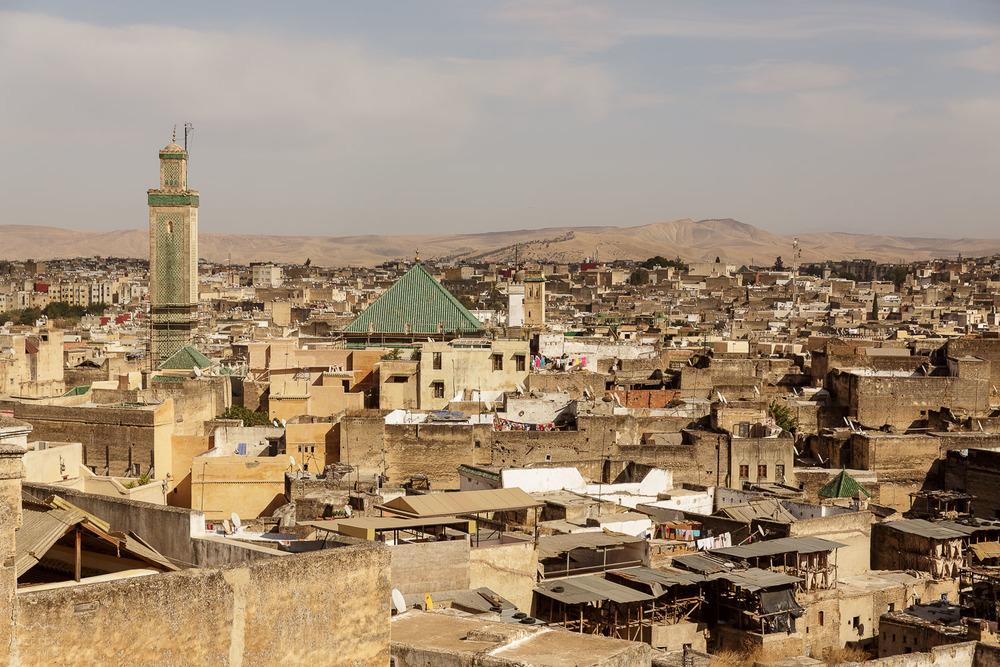 Mošeja kot svetilnik med tisoči domov.