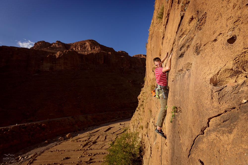 Fantastične smeri vseh težav in dolžin nad kanjonom Todra v Maroku.