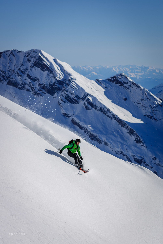 Spreminjajoča se snežna podlaga - s popolnega pršiča do težjega svežega snega.