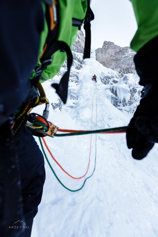Prvi raztežaj - svež sneg preko ledu in skorja - neprijetno.