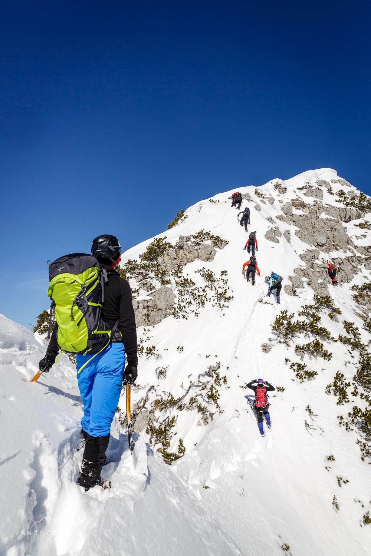 Še zadnji strmi metri na poti do vrha.