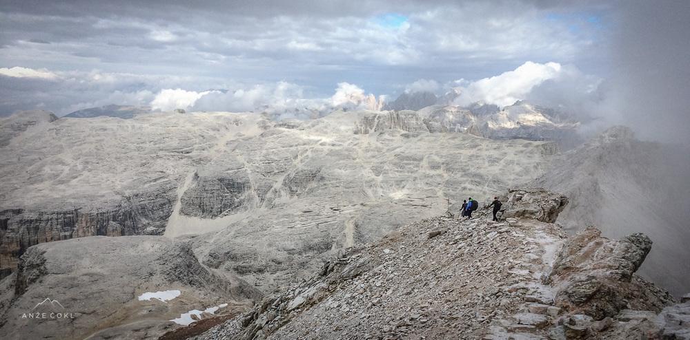 Utrinek s snemanja: nad 3000 metri v Dolomitih je zrak redkejši...