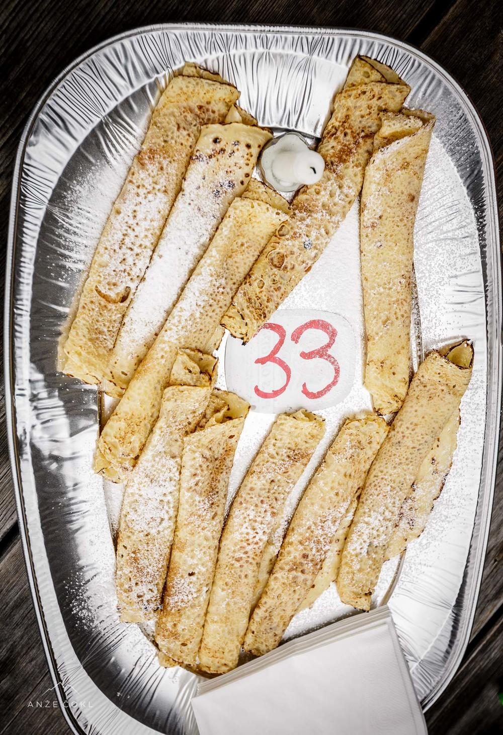 Najboljša možna torta za 33. let na Kredarici. Hvala družba!