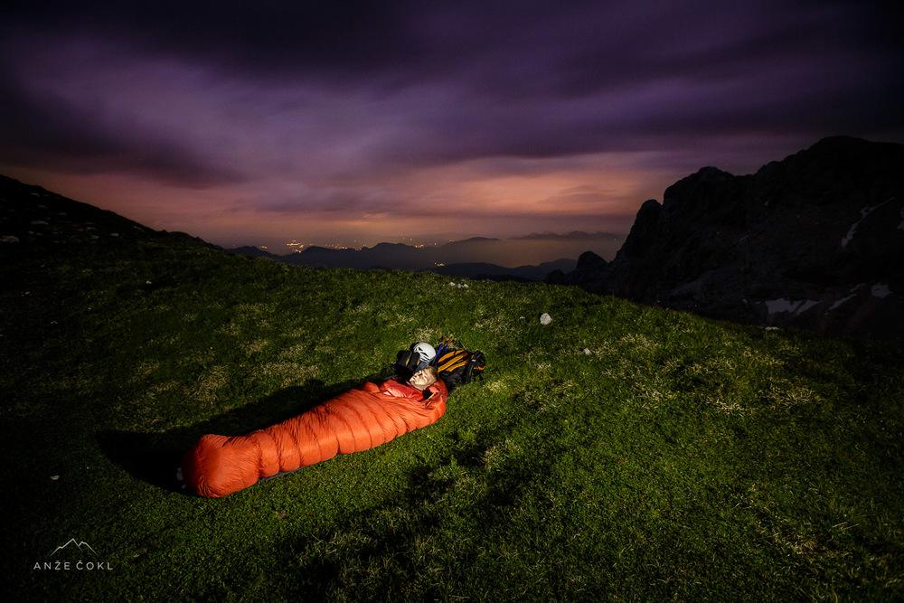 Zaželeli smo si lahko noč in pod milim nebom legli k počitku.