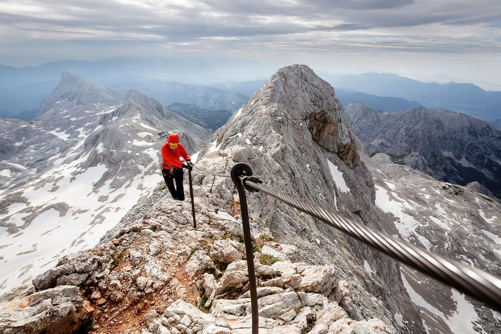 Med Malim Triglavom in najvišjim vrhom Slovenije.