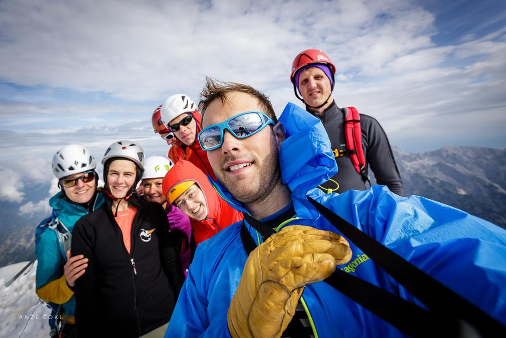Avtoportret ali sebek tistih, ki smo se dovolj hitro nastavili enemu redkihsončnihžarkov vrh Triglava.