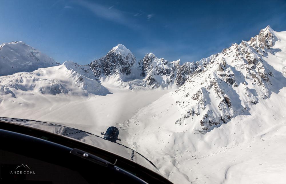 Pred nami je prvi pristanek letala na odročnem ledeniku.