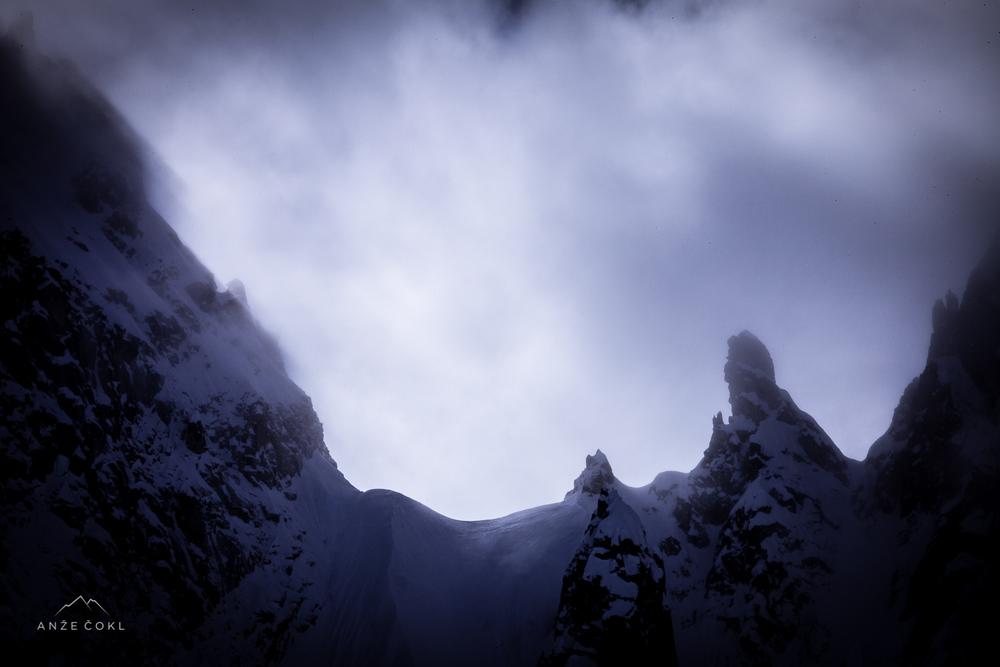 Sprva meglice, zatem oblaki - navsezadnje pa neurje z močnim vetrom in sneženjem!