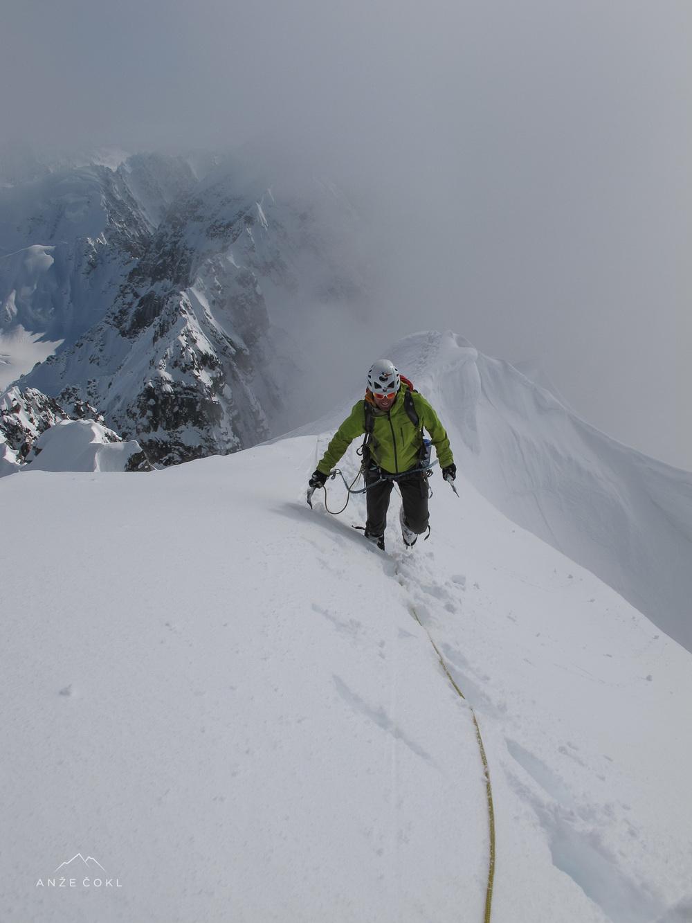Zadnji metri pod novim neosvojenim vrhom. Foto: Grega Ažman