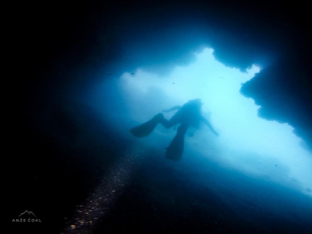 Ven iz jame v kateri mi je bilo precej tesnobno in hladno.