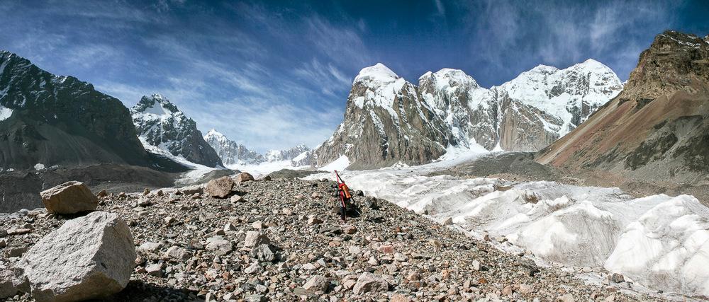 Neskončna morena vodi na ledenik Fersmana. Foto: Jaka Ortar