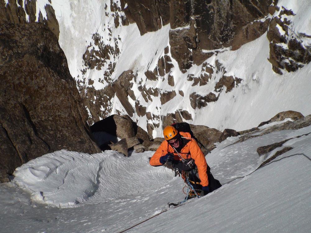 Arne v zadnjih metrih tik pod vrhom Pik Zastave (5070 m).