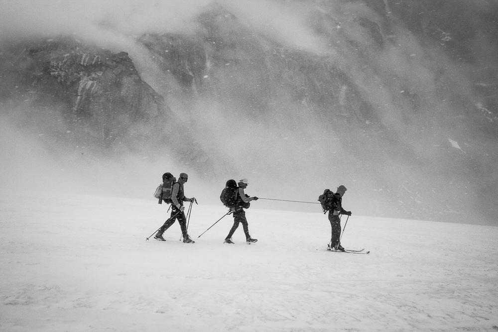 Pričetek petindvajset kilometrov in 21 ur dolgega vračanja in reševanja do baznega tabora.