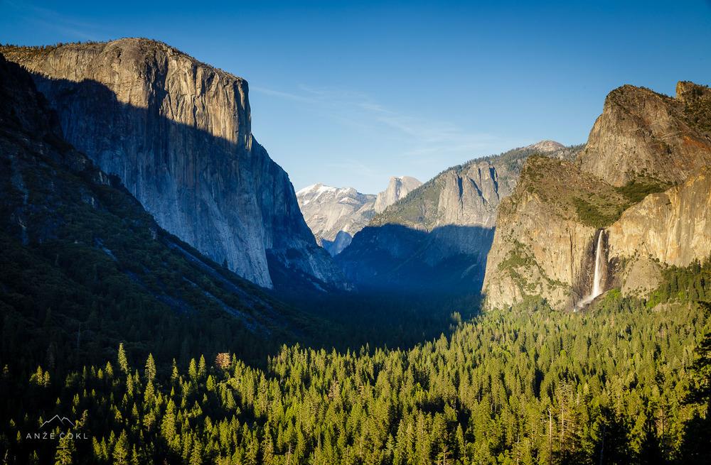Pozno popoldanski pogled na eno najbolj fotografiranih dolin - nacionalni park Yosemite.