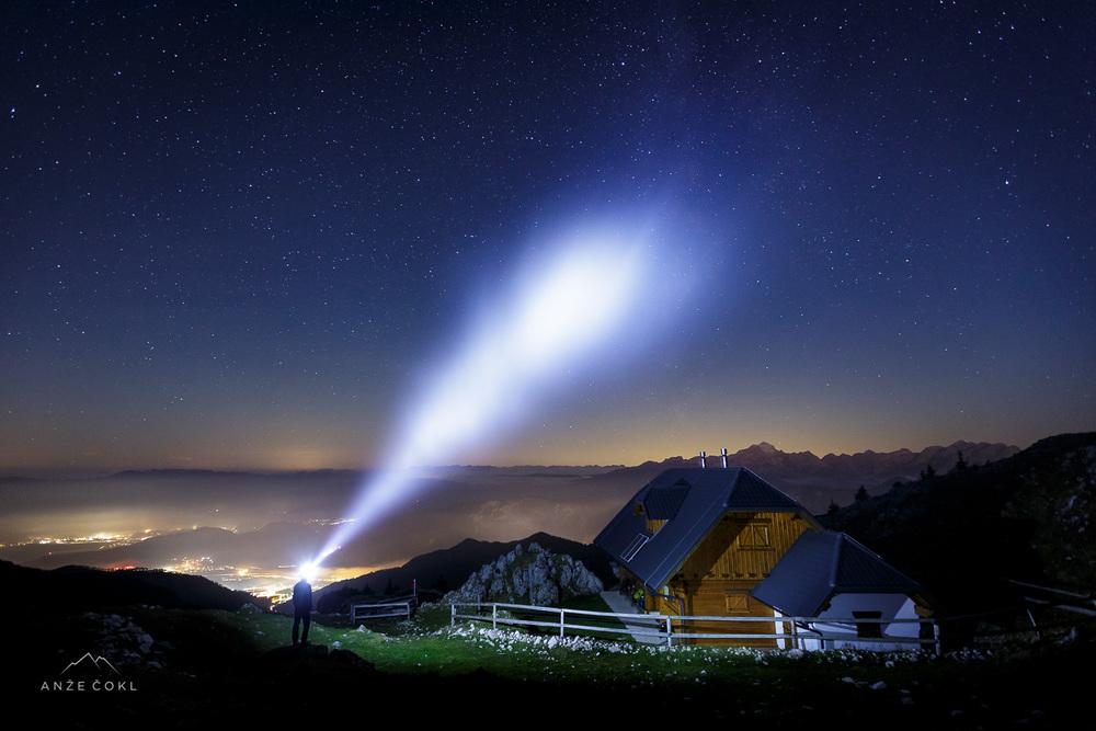 Meglice, ki so se podile po nebu, so razpršile snop svetlobe in pričarale magičen trenutek.