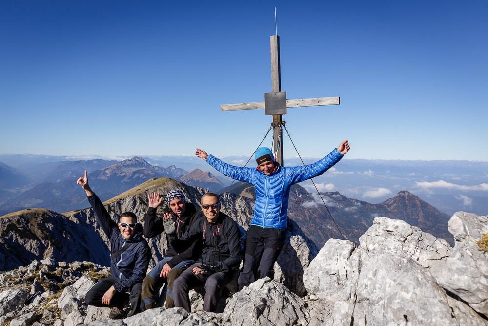 Del ekipe ob avstrijskem križu pod vrhom Stola.