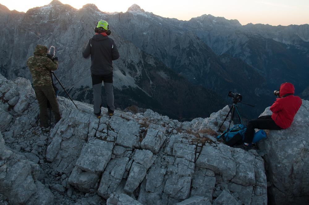 Kamere pripravljene, helikopter v zraku! Foto: Rok Potočnik