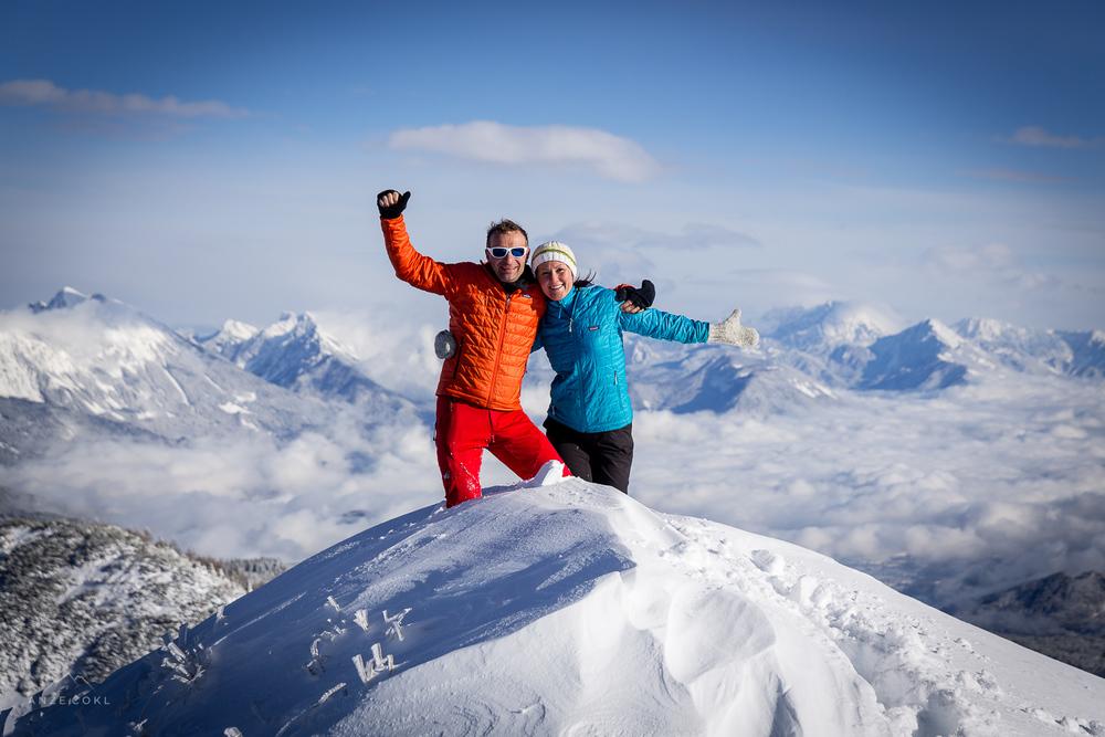Džani in Neža na vrhu Brd