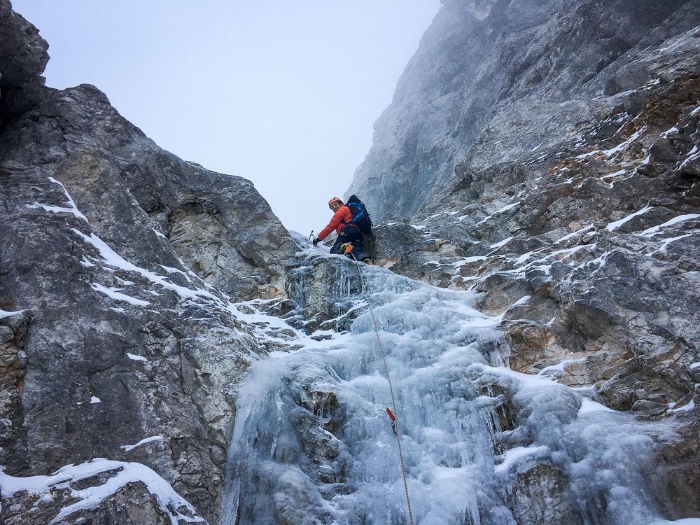 Prvi skok, ki je bil doslej na potid do Ledinskega slapu vselej bolj ali manj pod snegom.