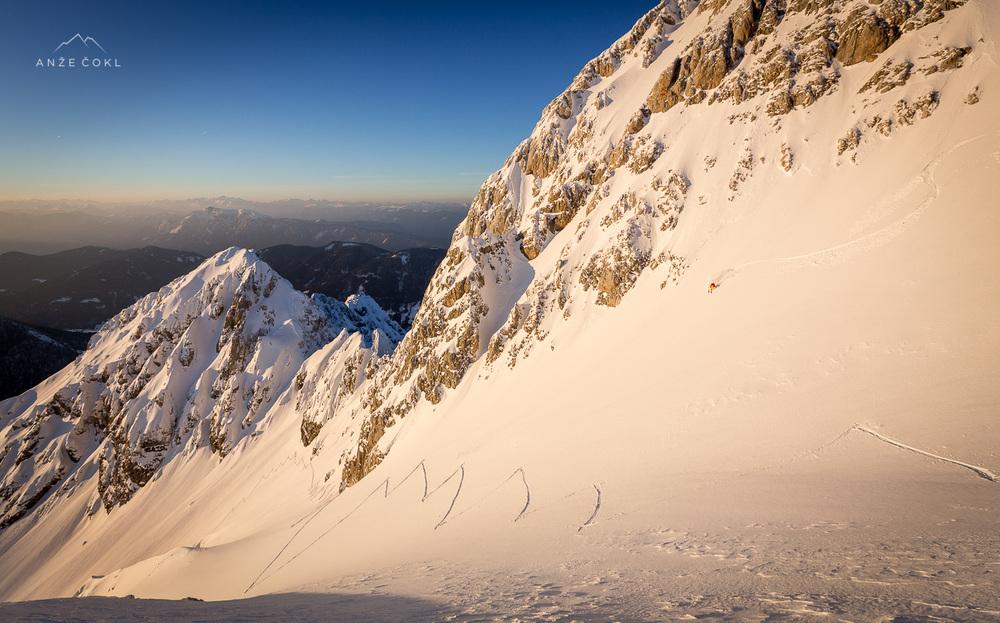 Večletna želja smučanja z vrha Špika ob sončnem zahodu in v pršiču se je končno uresničila!