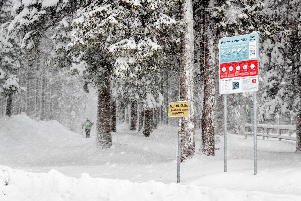 Postavljena tabla dočaka prvi sneg.