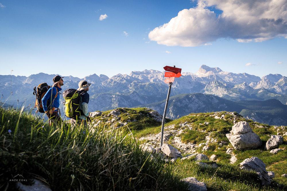 Bridko spoznanje, ko po 8 urah hoje in ~20 km ter ca 1800 višinskih metrih spoznaš, da si šele nekje na polovici dnevne kvote.