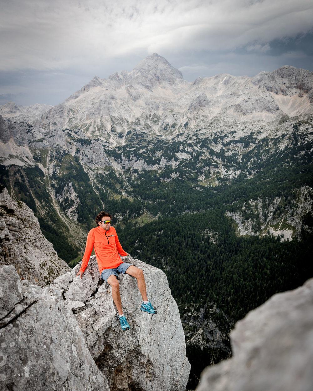 Pozer na grebenu s pol kilometra pod ritjo.