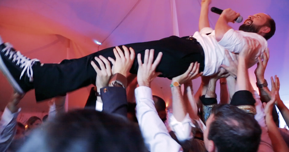 Crowd surf.png