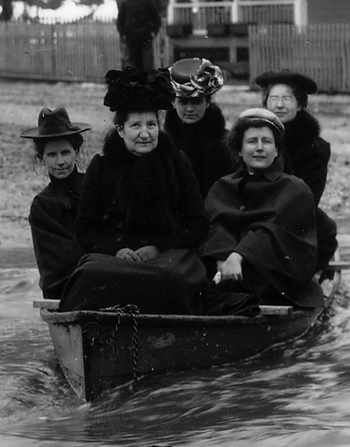 CROPPED LADIES INBOAT .jpg